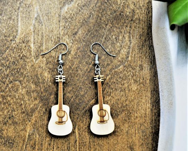 leseni uhani kitara